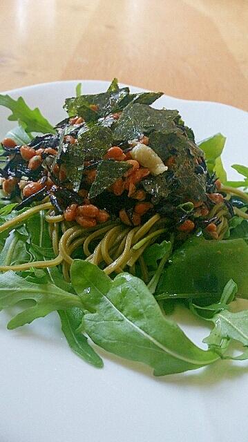 2. 海藻たっぷりそばサラダ