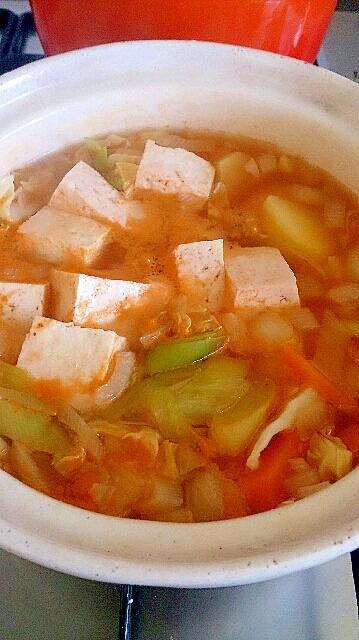 キムチ鍋の素でヘルシー豆腐野菜スープ。