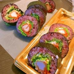 彩り鮮やかな鶏ささみの太巻き寿司