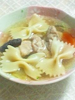 マカロニと鶏肉の和風スープ