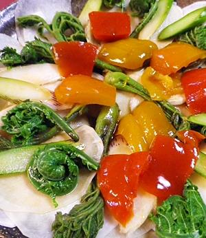 春は楽しく、山菜とカブの和風サラダ