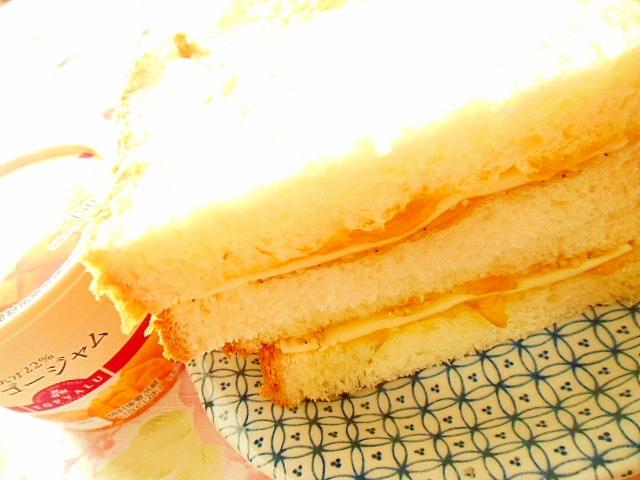 マンゴージャム&カマン&胡麻のサンドイッチ