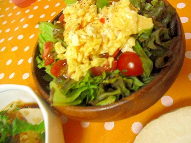 炒り卵のサラダ