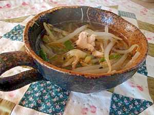 きゅうりと鶏むね肉の中華風スープ