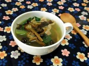 干しキノコ入りうまみたっぷり中華スープ