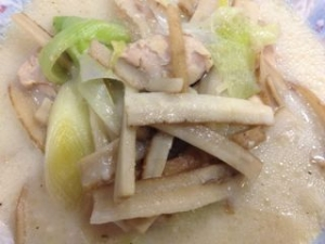 鶏とごぼうの豆乳スープ