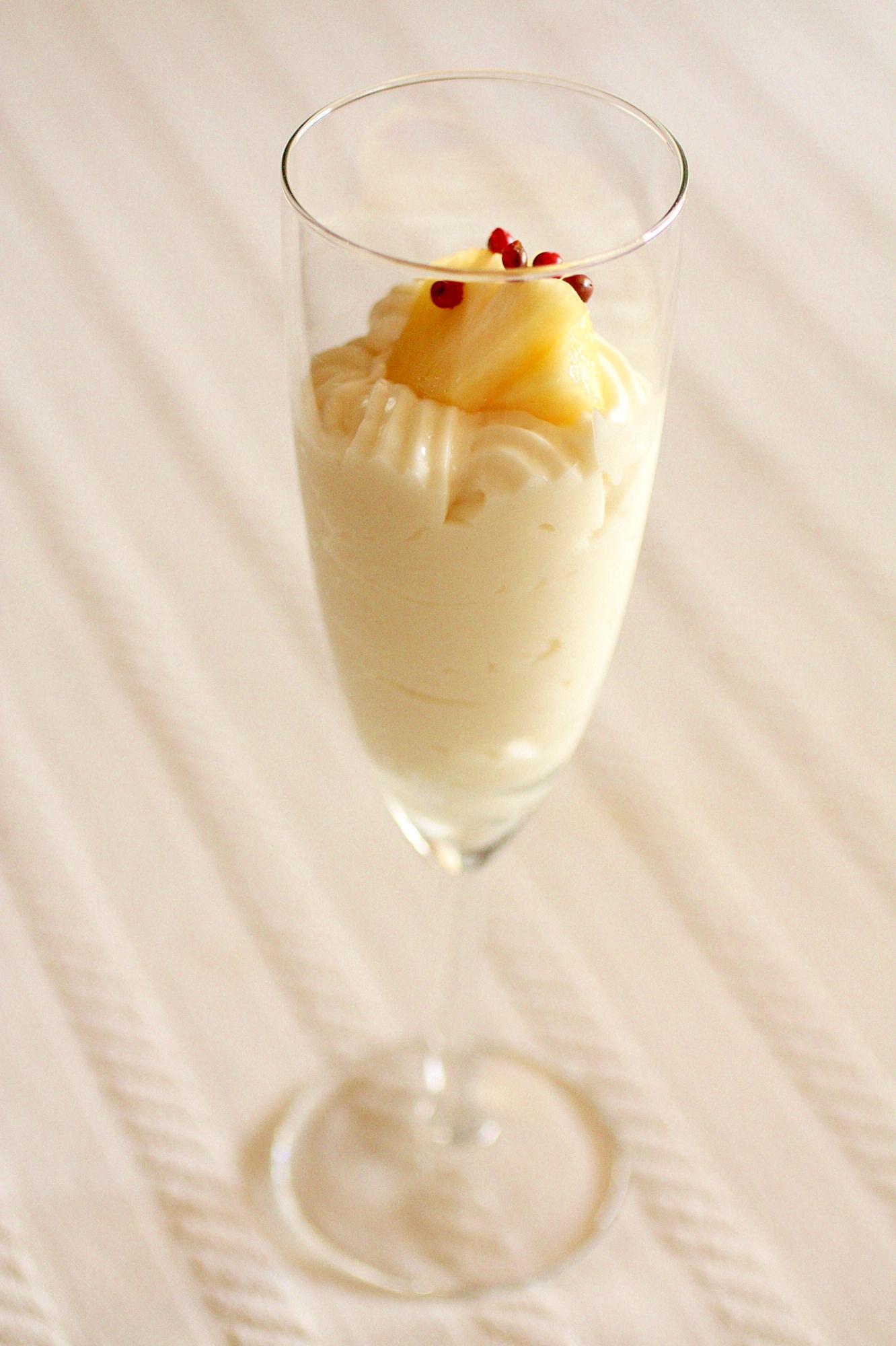 7. 簡単!ココナッツクリームでとろーり♪フルーツパフェ