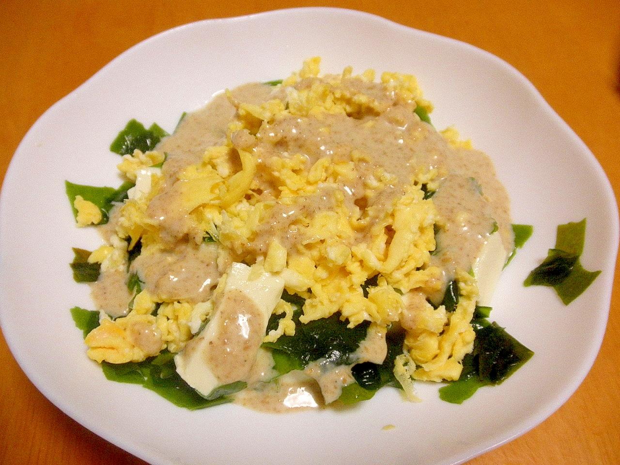 豆腐とわかめと炒り卵のホットサラダ