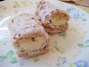 クリームチーズとバナナのロールサンドイッチ