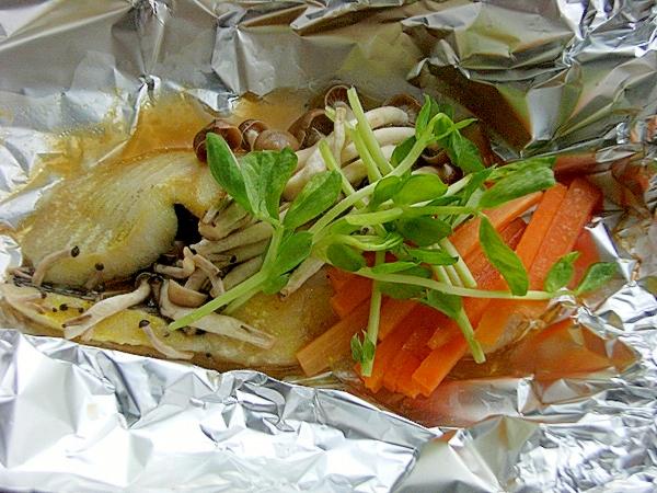 からすかれい芥子醤油ホイル包み焼き♪(豆苗など)