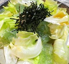 レタスと蒟蒻のごま油塩サラダ
