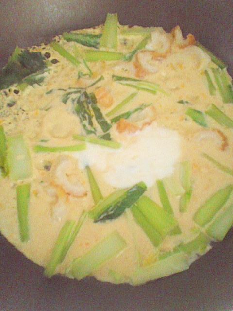 フライパンで簡単♪ちくわ&小松菜の卵とじ