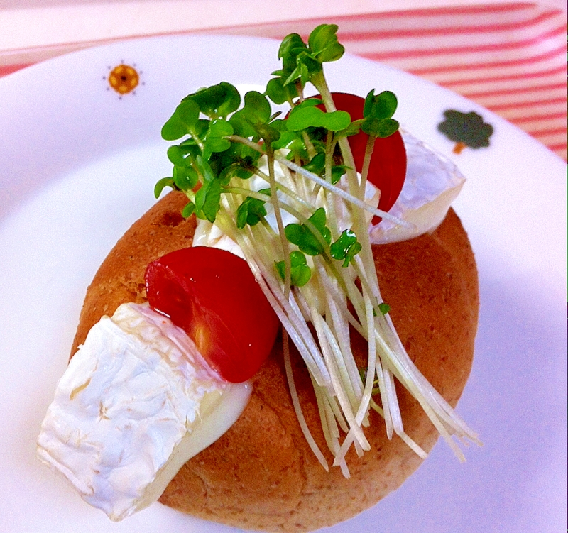 カマンベールとミニトマトのホットサンド