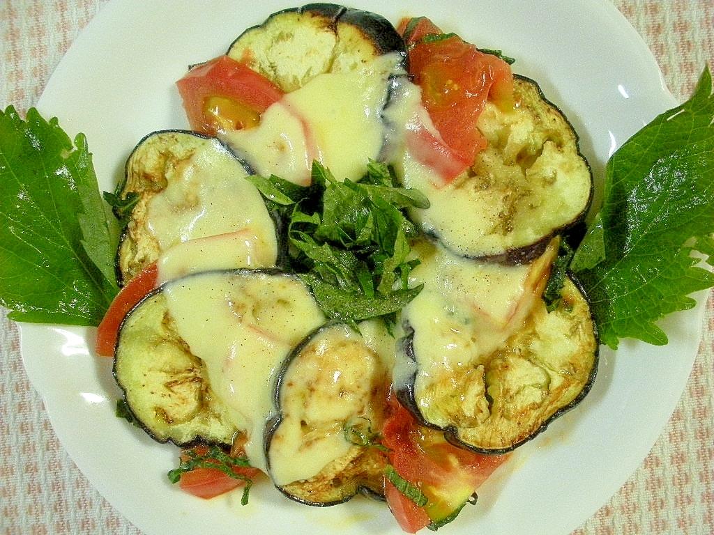 1. なすとトマトと大葉のチーズ焼き