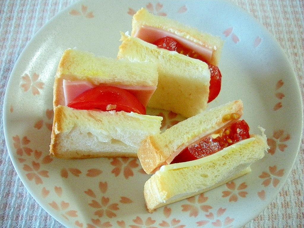 ☆ハムとチーズのトマトソースサンド☆