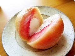 桃から生まれたクリームチーズアイス太郎