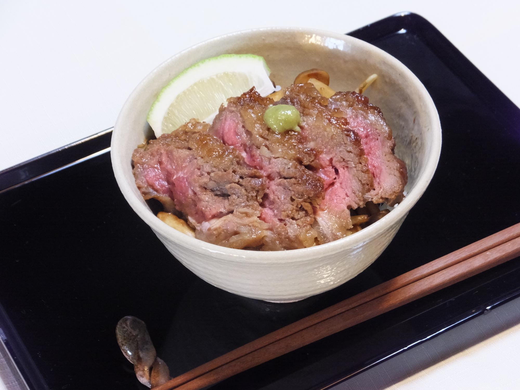 デリ~シャス中落ちカルビ『お肉ってステキ!丼』