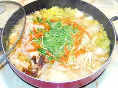 汁まで美味しい!鶏モモの野菜たっぷりちゃんこ鍋♪