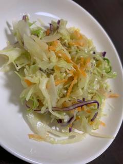 コンビニのカット野菜で簡単、ニンニク温サラダ