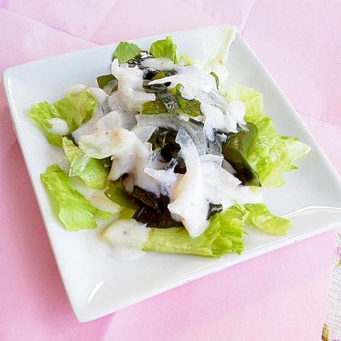 レタス・わかめ・新たまねぎのヘルシーうま塩サラダ