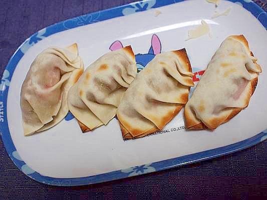 餃子の皮で納豆とカニカマの包み焼き