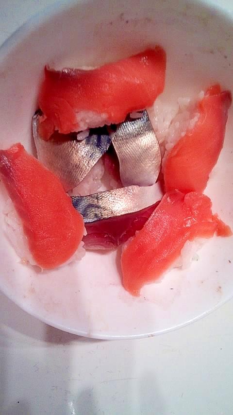 サーモンとさばの海鮮丼
