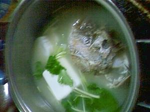 蟹の殻を捨てずに鯛の頭とスープにしよう
