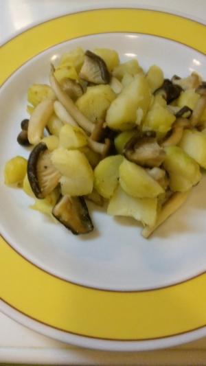 ボリュームたっぷりジャガイモときのこの炒め物