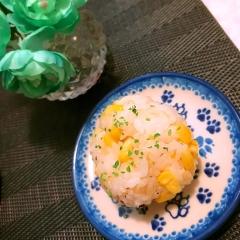 甘~い!つぶつぶトウモロコシのチーズ黒胡椒おむすび