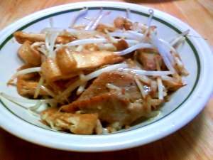 簡単調理その6。漬けマグロのモヤシ炒め