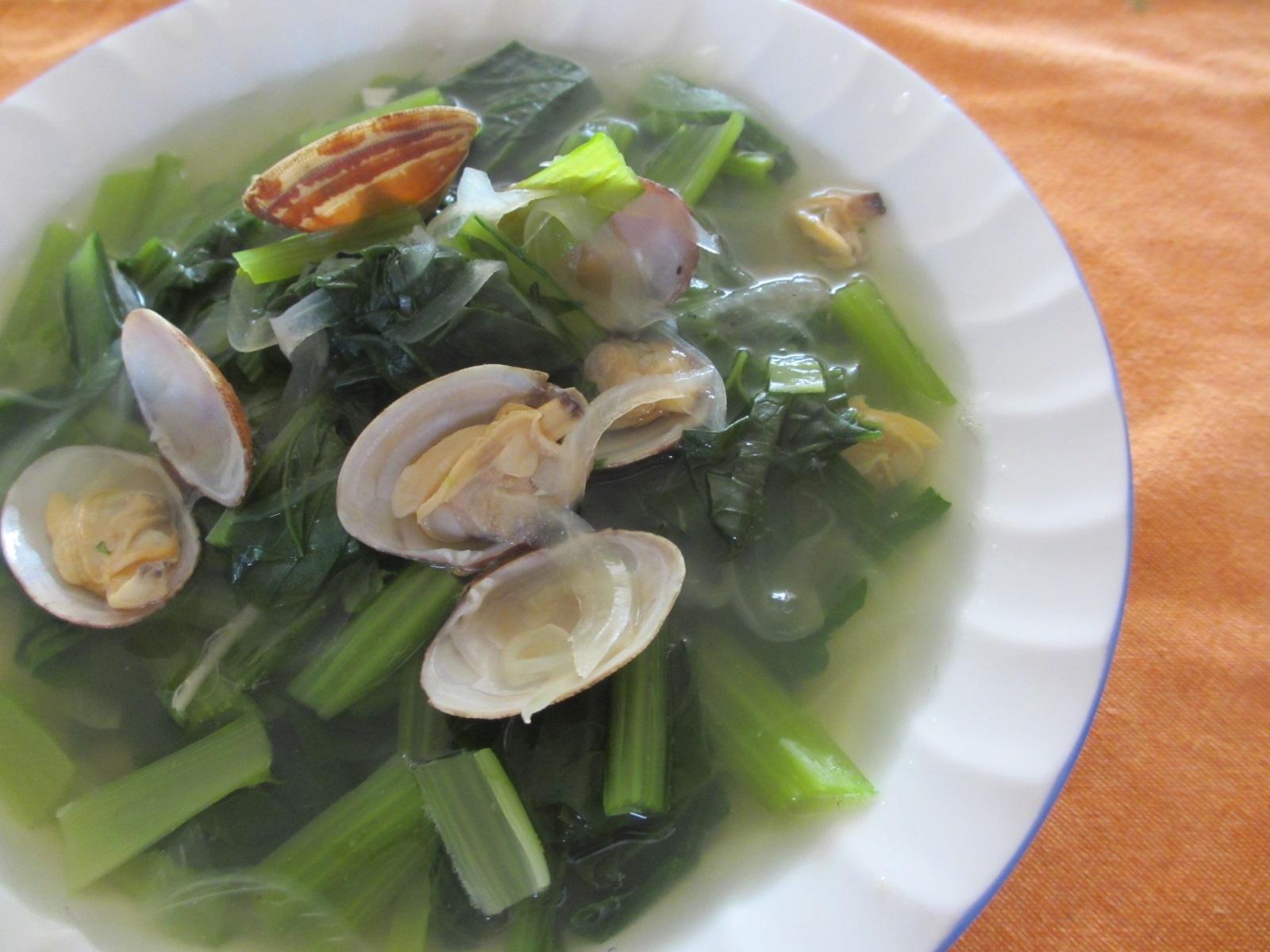 たっぷり小松菜、あさり、玉ねぎのスープ