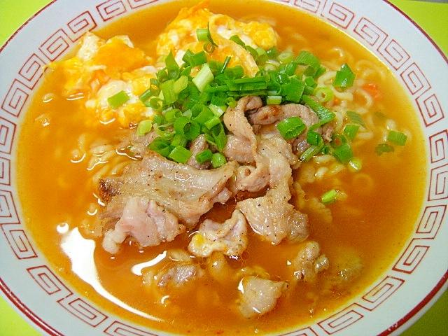 2.炒り卵と豚肉の辛ラーメン