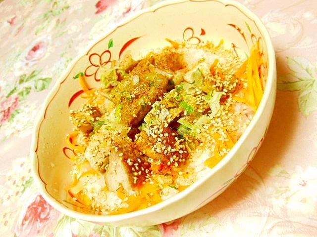 カレー風味の鶏肉と人参のスパイス丼