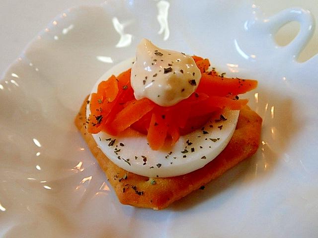 1. ゆで卵とにんじんのクラッカー