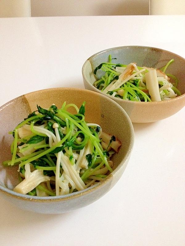 豆苗とえのきだけのウェイパー炒めが入った和食器