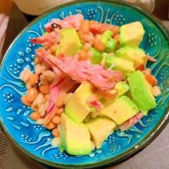スモークチキンとアボカドの柚子胡椒マリネ