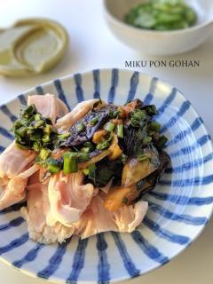 サラダチキン(茹で鶏)のなすニラソース