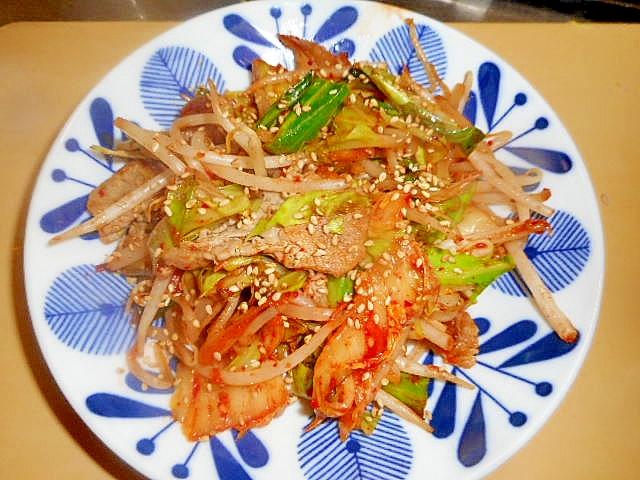 11. お野菜たっぷり!豚肉のキムチ炒め