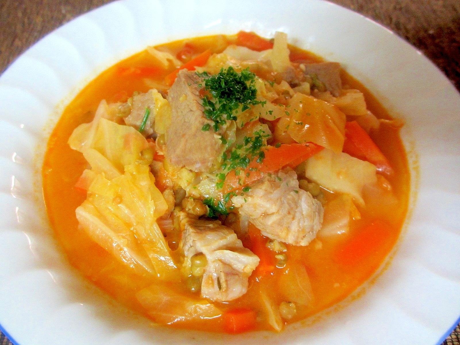 豚肉、緑豆、キャベツのヨーグルトトマトスープ