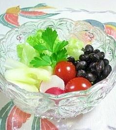 黒豆の水煮を入れたサラダ♪