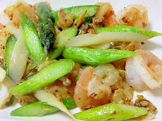 緑と白アスパラと海老の塩炒め