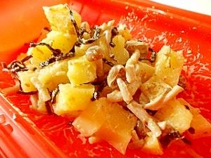 ルクエで、しめじとじゃが芋の塩昆布マヨゴマ和え