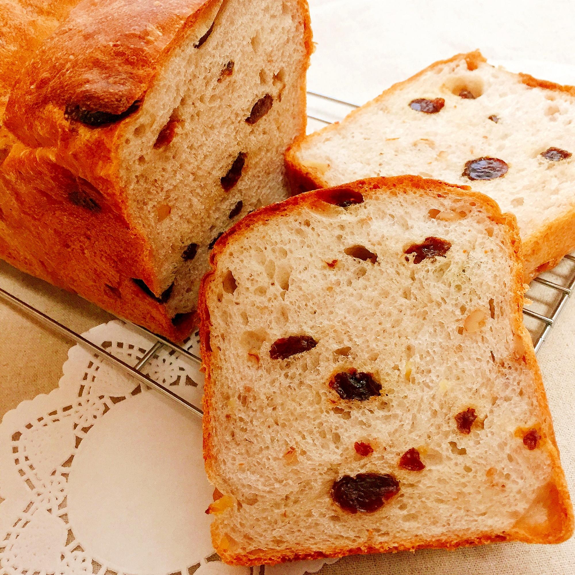 1. レーズンとくるみの山食パン