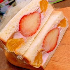 苺と伊予柑の和風あんこ練乳ヨーグルトサンド