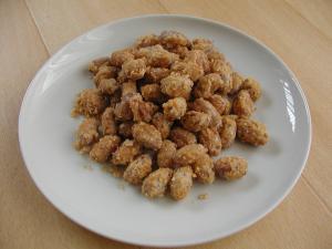 カリカリおいしい茹で落花生の砂糖掛け