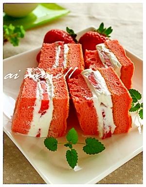 苺のスポンジふんわりケーキ