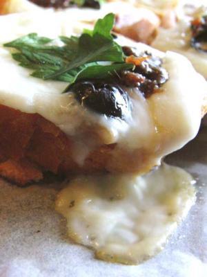アンチョビとチーズのブルスケッタ