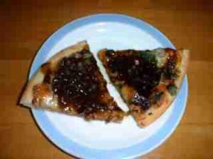 牛大和煮のピザ