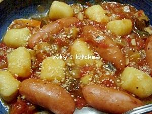 ポテトニョッキとミニウインナーのトマトソース