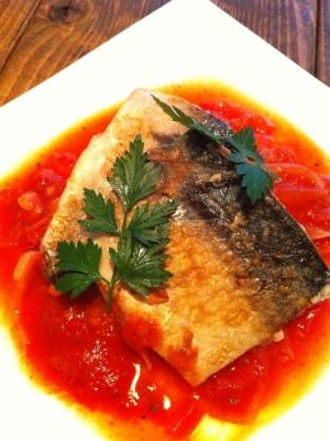 ワインに合う魚料理!サバのトマトソース添え